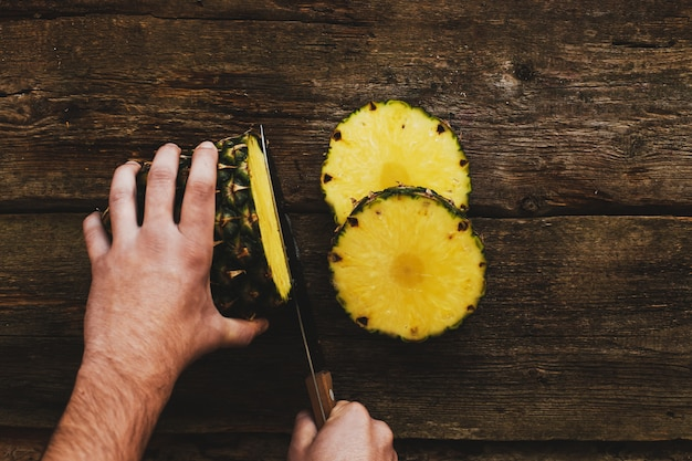 Kerl mit ananas