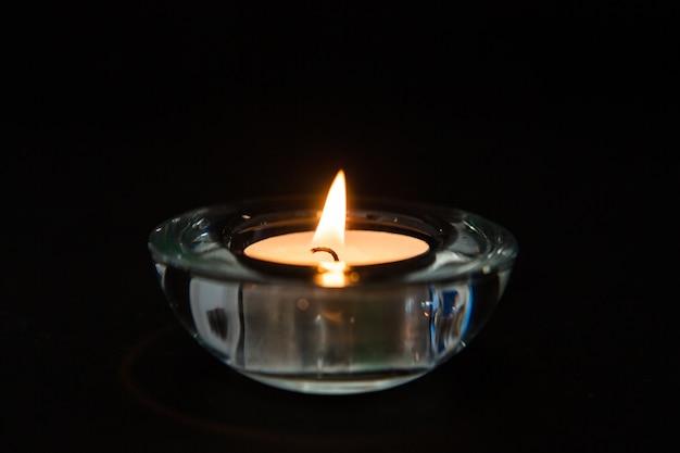 Kerze in einem glashalter
