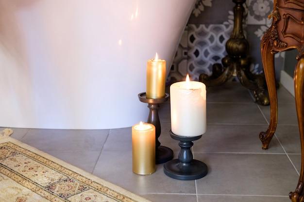 Kerzen auf badezimmer