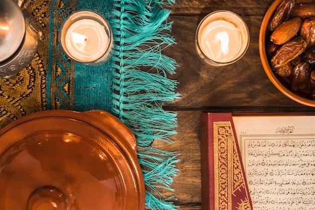 Kerzen in der nähe von koran und datteln