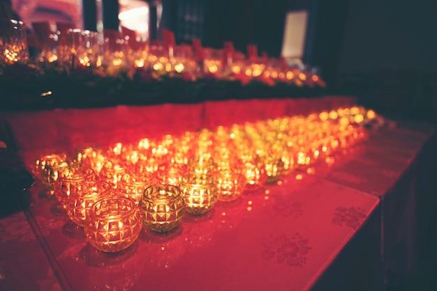 Kerzen in hindu-tempeln
