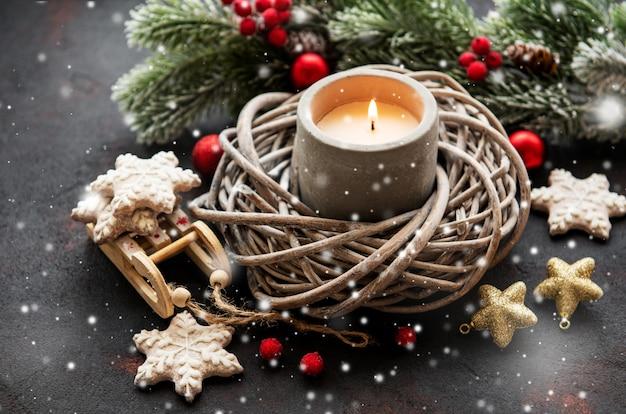 Kerzen- und weihnachtsdekorationen