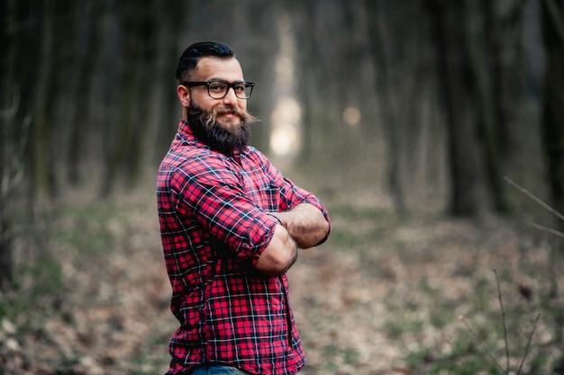 Kettensäge holzfäller bärtiger axt hipster bart