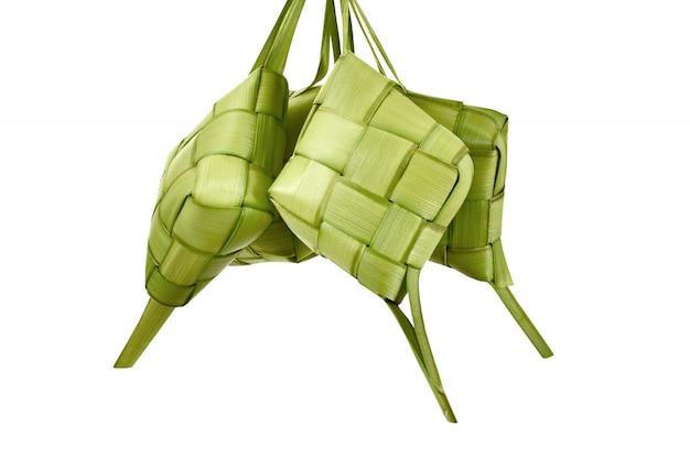 Ketupat ist traditionelles essen mit einzigartigem muster