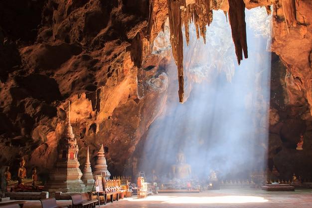 Khao luang höhle in phetchaburi, thailand
