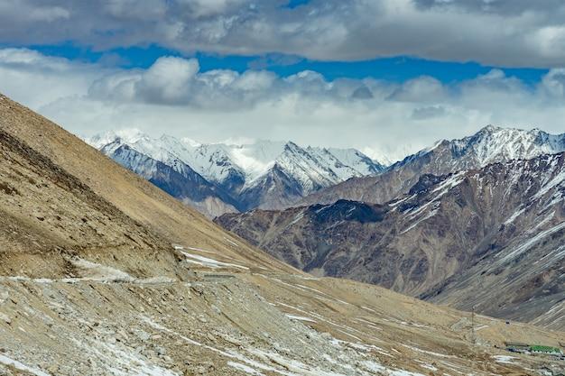 Khardung la pass, indien. khardung la ist ein hochgebirgspass