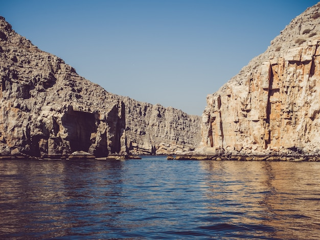 Khasab oman fjorde blick vom boot aus