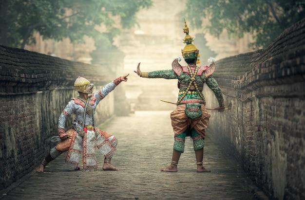 Khon ist traditionelle tanzdramakunst der klassischen thai-maskierung