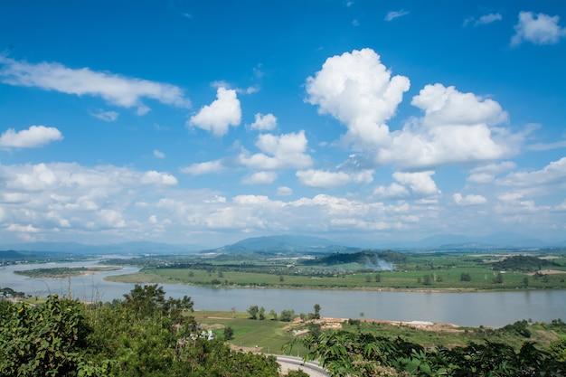 Khong-fluss mit bluesky chiangsan in chiangrai thailand