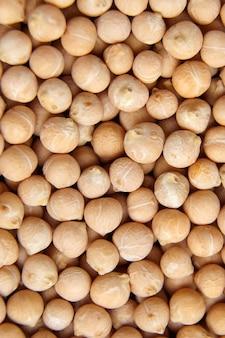 Kichererbsensamenhintergrund, draufsicht. kichererbsen oder kichererbsenbohnen sind eine art hülsenfrucht. nahansicht