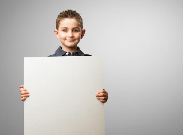 Kid mit einem plakat
