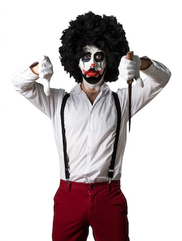 Killer clown mit messer machen schlechtes signal