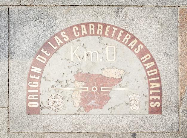 Kilometer-nullpunkt-schild an der puerta del sol madrid