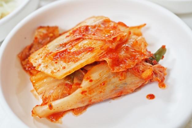 Kimchi und eingelegtes gemüse