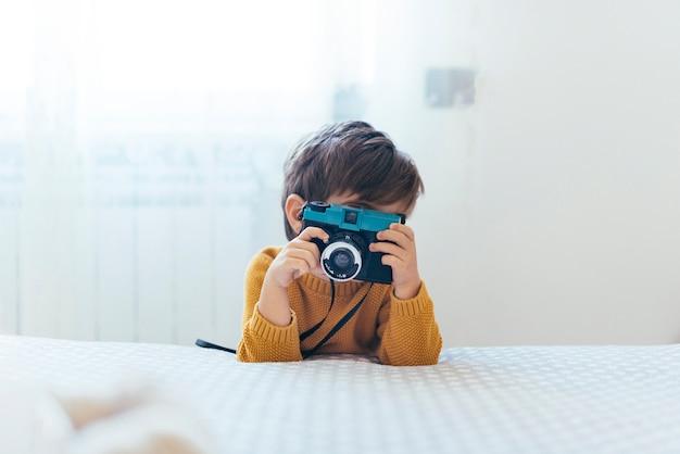 Kind, das foto macht