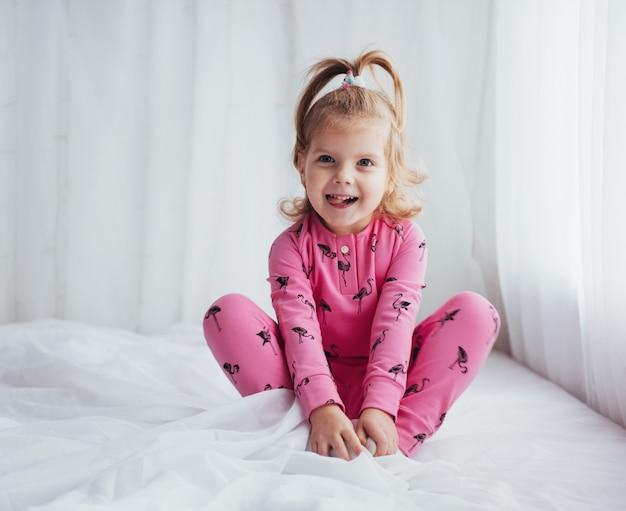 Kind im pyjama