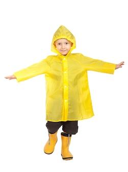 Kind mit regenmantel