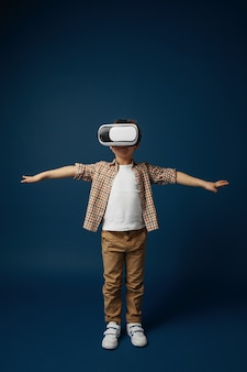 Kind mit virtual-reality-headset