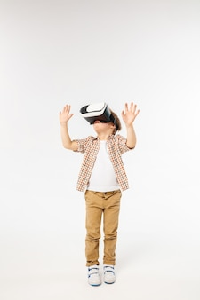 Kind mit virtual-reality-headset