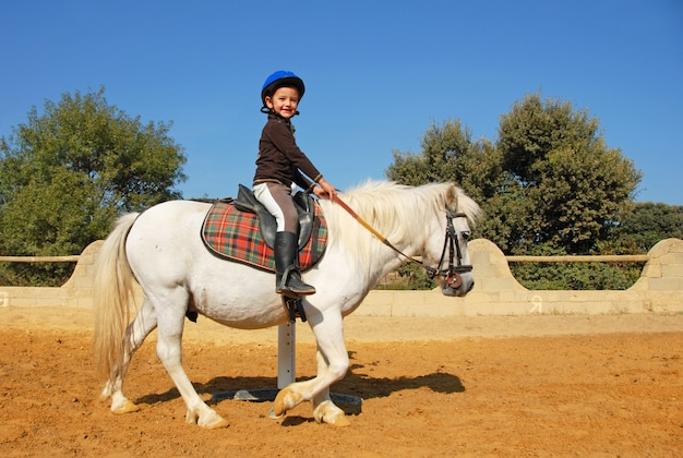 Kind und pony