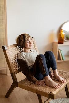 Kind zu hause gelangweilt