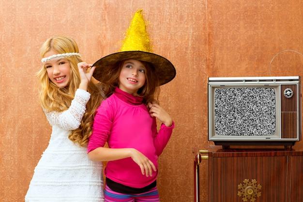Kinder 70er jahre zwei junge freundinnen in retro party