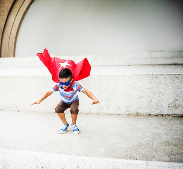 Kinder dressup superheld fly konzept
