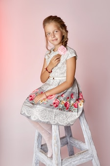Kinder gestalten junge modelle, die kinder posieren