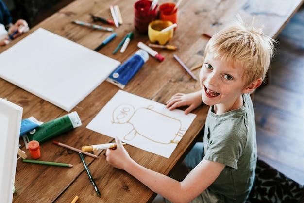 Kinder im kunstunterricht, homeschooling in der neuen normalität