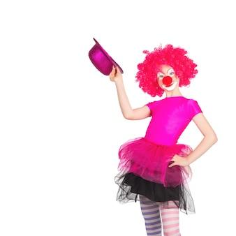 Kinder in bunten clown-outfits auf weißem hintergrund