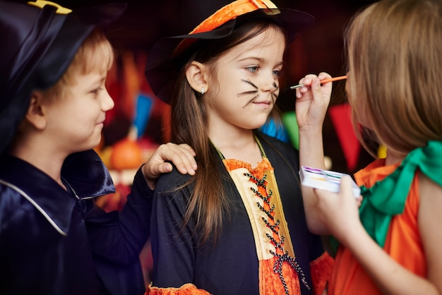 Kinder lieben schminkspiele