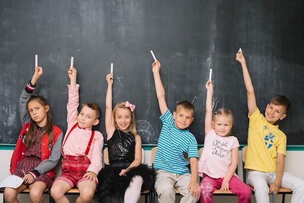 Kinder mit kreide zusammen