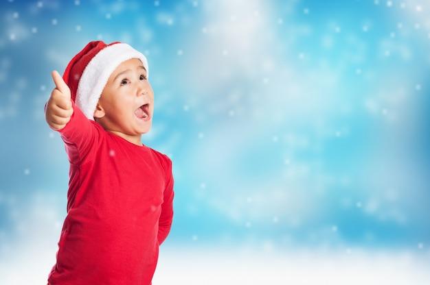 Kinder mit offenem mund und daumen nach oben