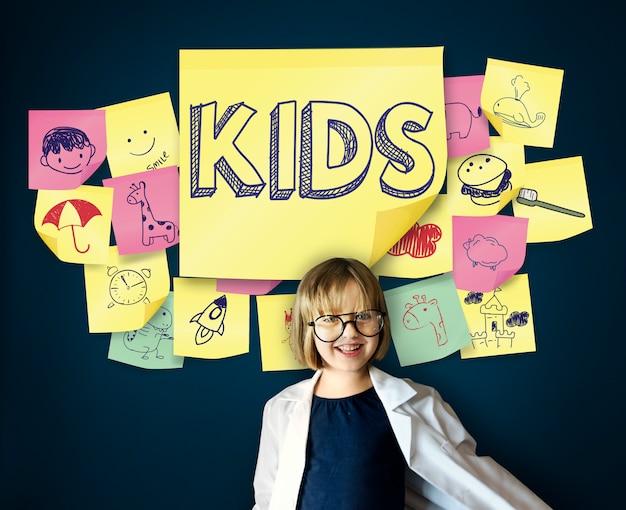 Kinder-spielerisches glück-genuss-kindheits-konzept
