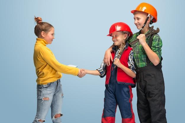Kinder träumen vom beruf des ingenieurs