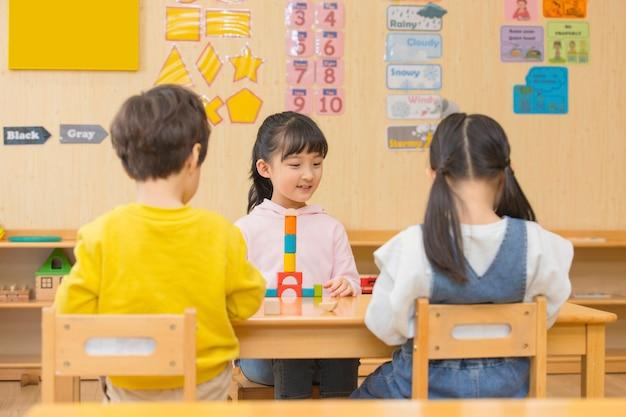 Kinder zurück zur schule