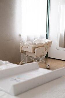 Kinderbett im schlafzimmer der eltern