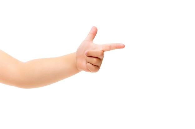 Kinderhand gestikuliert auf weißem hintergrund