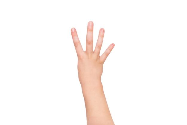 Kinderhand zeigt vier finger auf weißem hintergrund