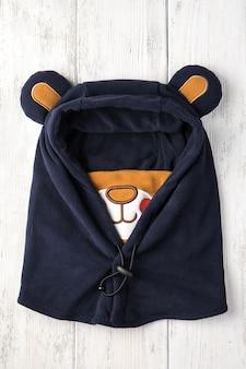 Kinderhut in form eines blauen bären
