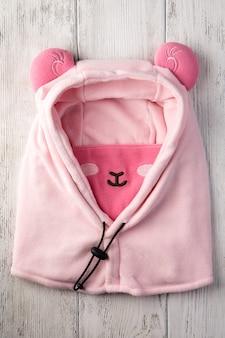 Kinderhut in form eines rosa schafes