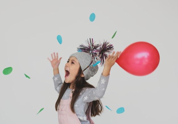 Kinderkindheits-leute-rennen-emotionaler studio-trieb
