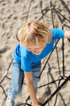 Kinderkletterseil mit vollem schuss