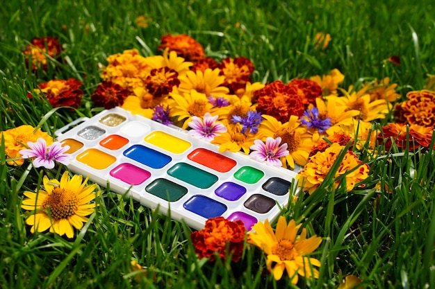 Kinderkreativfarbe der herbst-herbst-dekoration, das ist die kunst der natur, den platz zum einfügen zu kopieren ...