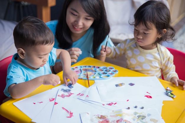 Kindermalerei mit aquarell