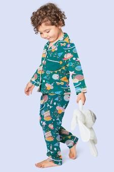 Kinderpyjama mit geburtstagsparty-muster