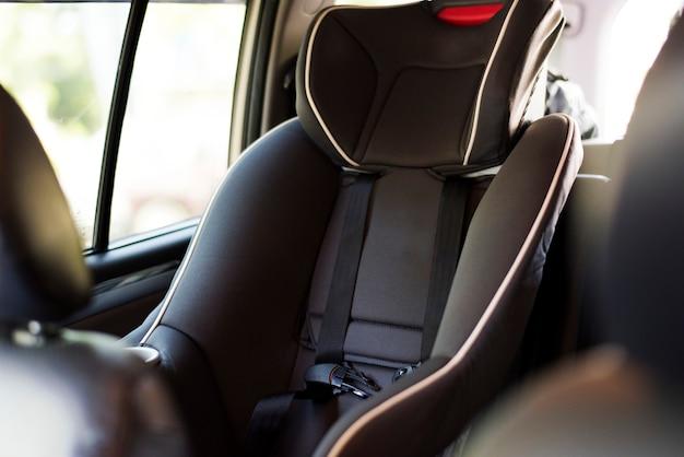 Kindersitz hinten im auto