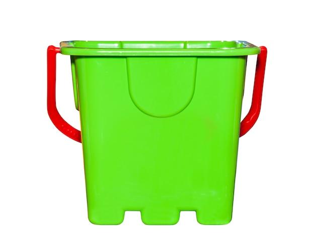 Kinderspielzeug grüner plastikeimer lokalisiert auf weiß