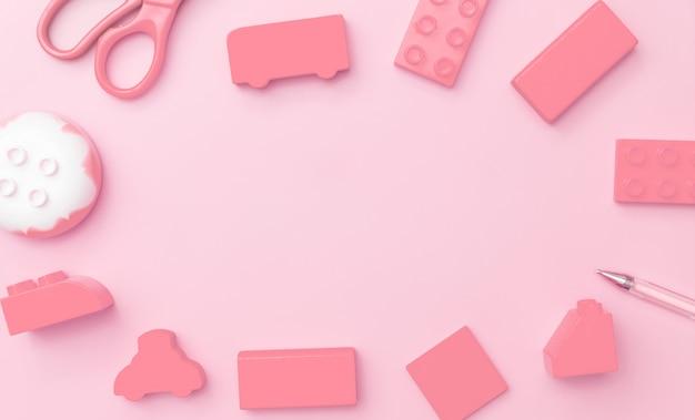 Kinderspielzeugrahmen auf rosa hintergrund mit spielwaren