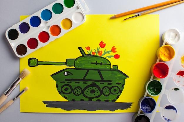 Kinderzeichnung eines panzers als geschenk zum jahrestag des sieges